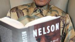 Изписаха Мандела от болницата в критично състояние