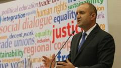Румен Радев разкритикува предизборното раздаване на пари без политики