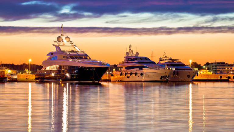 Тестването на скъпи коли, яхти и отсядането на частни острови