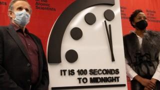 """И тази година светът е на 100 секунди от """"Страшния съд"""""""