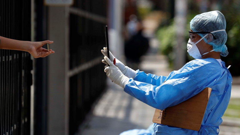 Болниците в Перу изнемогват, многократно ползват маски, по коридори се трупат тела