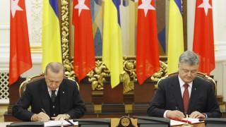 Ердоган хванат да дреме по време на пресконференцията с Порошенко