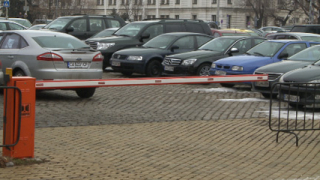 Паркингът пред парламента незаконен, доказа Джамбазки