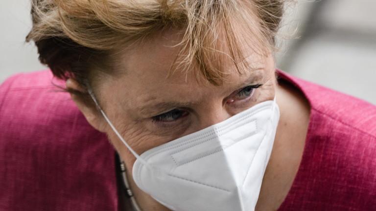 Германският канцлер Ангела Меркел получи първата доза от ваксината на