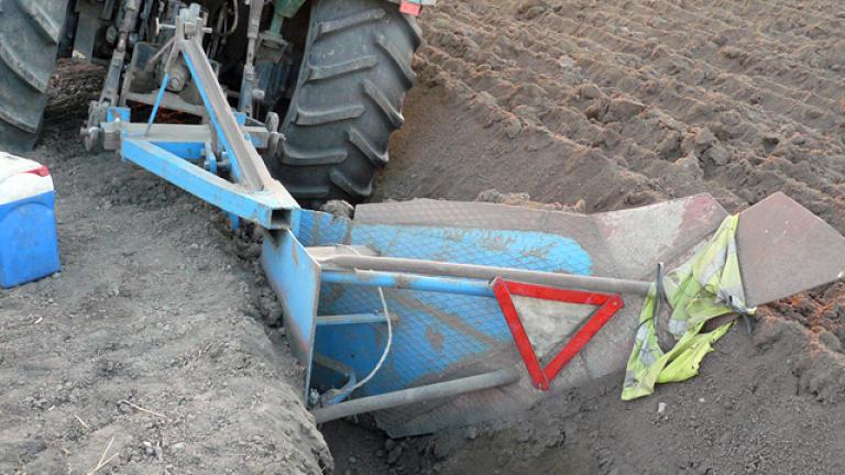 Закопчаха иманяри, разкопавали терена с трактор и плуг