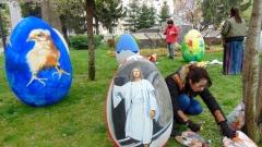 Огромни великденски яйца украсиха Пловдив