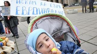 """""""Искам да съм евроинвалид"""", поискаха деца пред МС"""
