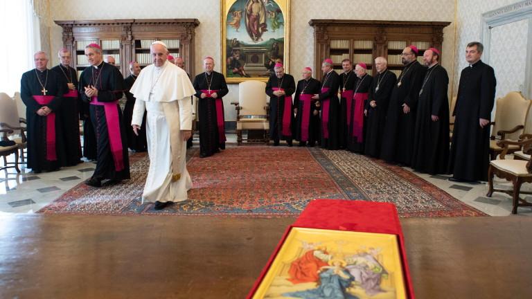 Папата заклейми правителствата, използващи медиите за охулване на критиците