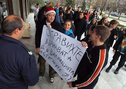 """Още ученици  на """"бунт"""" заради ваканцията"""