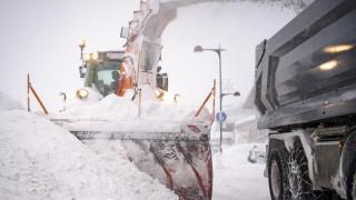 Стотици отменени полети на летището в Мюнхен заради силен снеговалеж