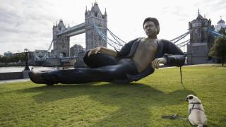 Защо направиха статуя на Джеф Голдблум в Лондон