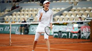Полската сензация Ига Швьонтек на полуфинал и на двойки