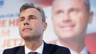 Крайнодесният Норберт Хофер води убедително на изборите за президент в Австрия