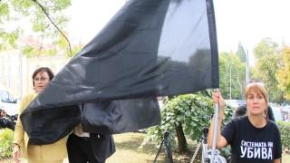 Политическа разпра между депутати от БСП и ГЕРБ пред протестиращите майки