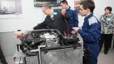 Столични ученици изучават автомобилната мехатроника с модерна лаборатория