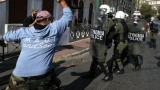 Над 10 000 фермери блокираха Атина, полицията използва сълзотворен газ