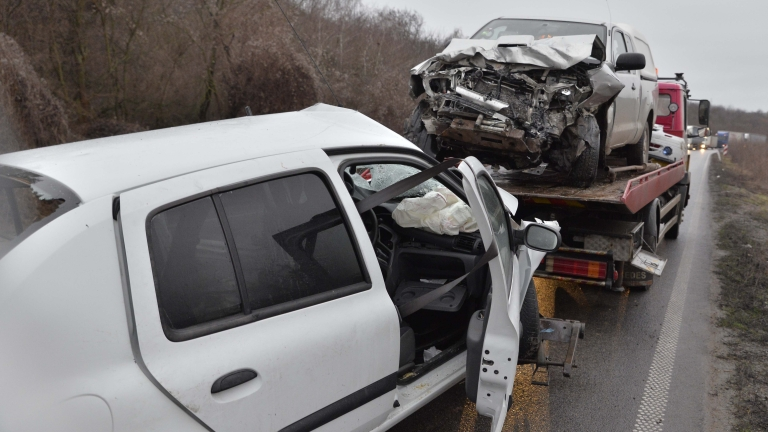Още една тежка катастрофа по пътя София - Варна, един загинал и най-малко 7 пострадали