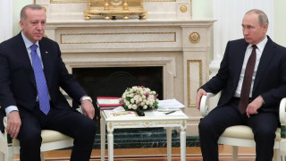 В Москва Ердоган коленичи пред Путин