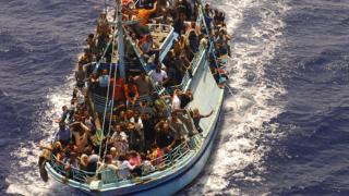 Кораб със 150 души на борда потъна в Сиера Леоне