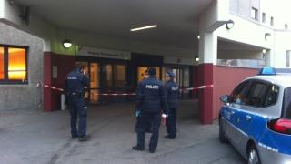 Мъж стреля по полицаи пред болница в Берлин