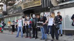 С противогази русенци опитаха да блокират екоинспекцията в града