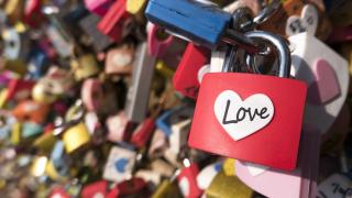 Париж продава катинарите на любовта (СНИМКИ)