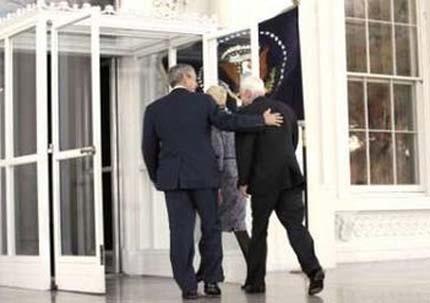 Буш подкрепи Маккейн