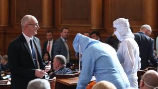 Марешки и Таскова се пакетираха в пленарна зала