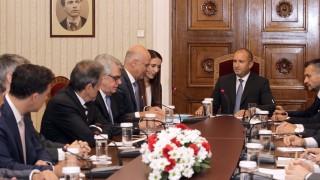 Радев зове да обединим усилия с Гърция за реформа на политиката на ЕС за мигрантите