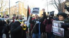 Седем задържани за COVID нарушения на делото на Асандж