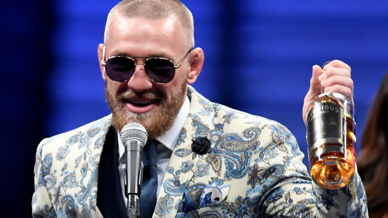 Предстоящият мач за титлата на UFC в лека категория между