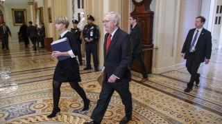 Разрешават на сенаторите да пият само вода и мляко на процеса срещу Тръмп