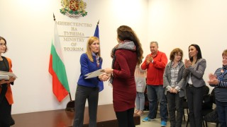 Нямаме проблем нито с коалицията, нито с Валери Симеонов, убеждава Ангелкова