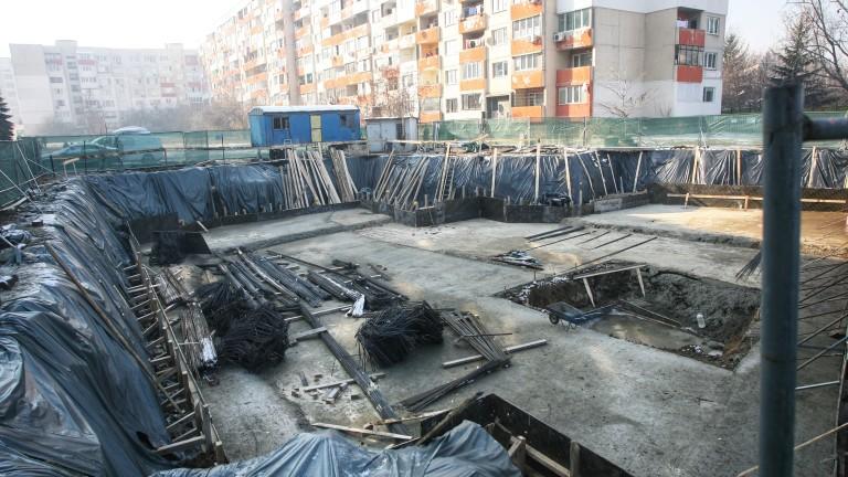 """Кметът на """"Обеля"""" поуспокои недоволните от строежите"""