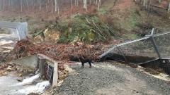 Реки повредиха оградата ни с Турция