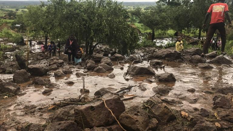 Най-малко 1000 са жертвите на циклона