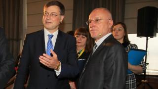Домбровскис похвали за подготовката ни за еврото