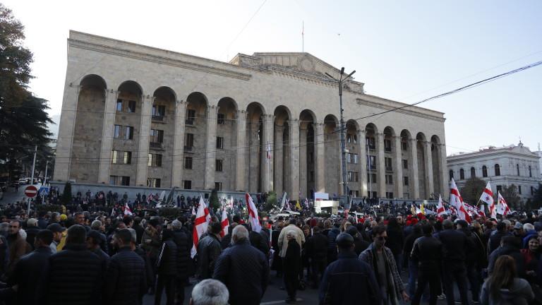 Близо 20 000 души се събраха в центъра на грузинската