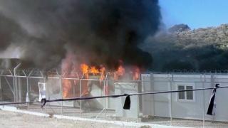 Запалиха мигрантски лагер край Париж, загинал и ранени