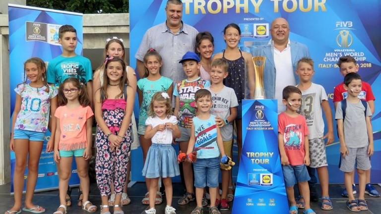 Най-желаният волейболен трофей гостува на Варна - златната купа за