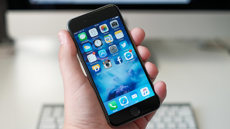 Apple обясни защо старите iPhone забавят работа