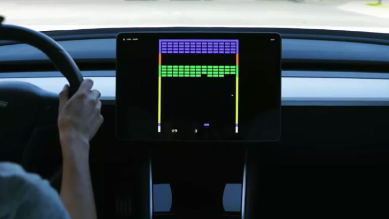 Защо екранът в Tesla колите ще се превърне в игрова конзола
