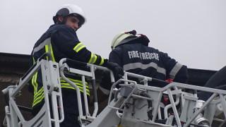 Пожар пламна в изоставен склад в Ново село