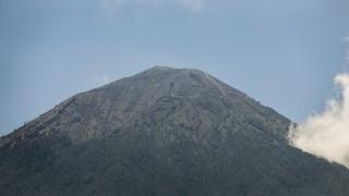 100 000 души са евакуирани заради вулкана на о. Бали