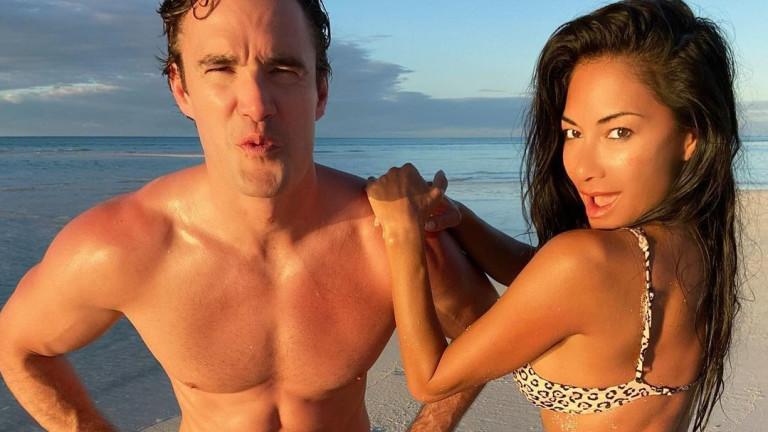 Още секси снимки от почивката на Никол и Том