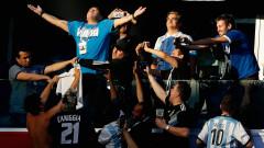 Диего Марадона остава треньор на Химнасия