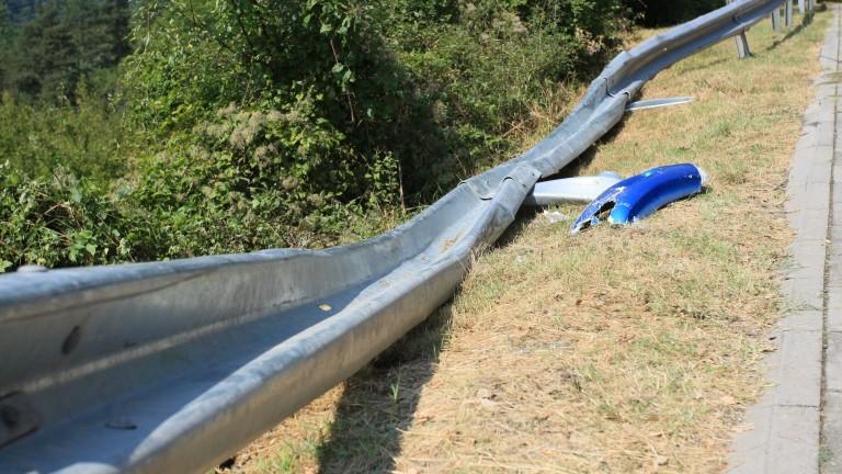 Фирмата, ремонтирала пътя на мястото на катастрофата, спазвала стандартите