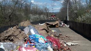"""Защитна стена пази от боклуци жп-линията във """"Факултета""""?"""
