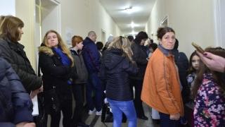 Пациенти с бъбречни трансплантации на протест пред Александровска болница