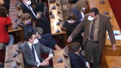 Липсата на диалог бележи края на парламентарния сезон